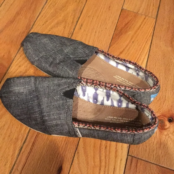 95ad9844dd5 Toms Shoes | Size 8 Barely Used | Poshmark